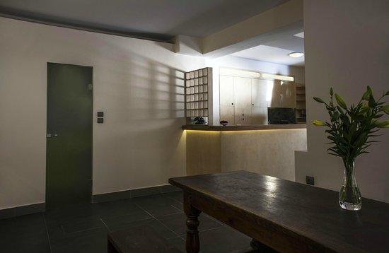 Hanim Lounge & Studios: Reception