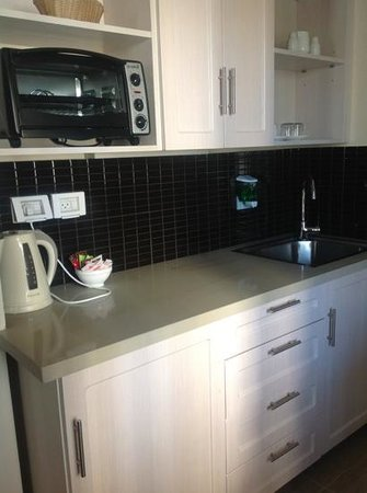Best Western Regency Suites: nice kitchenette