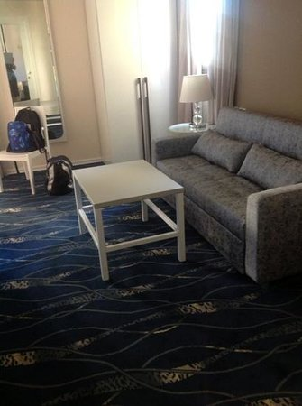 Best Western Regency Suites: sitting area