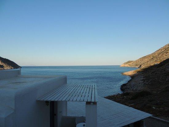 Delfini Hotel Sifnos: Vue sur la baie depuis notre chambre