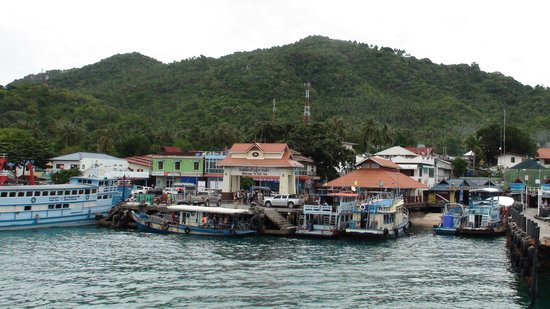 Tao Thong Villa: The arrival pier in Koh Tao. The ferry comes from Chumpon and takes about 90 minutes.