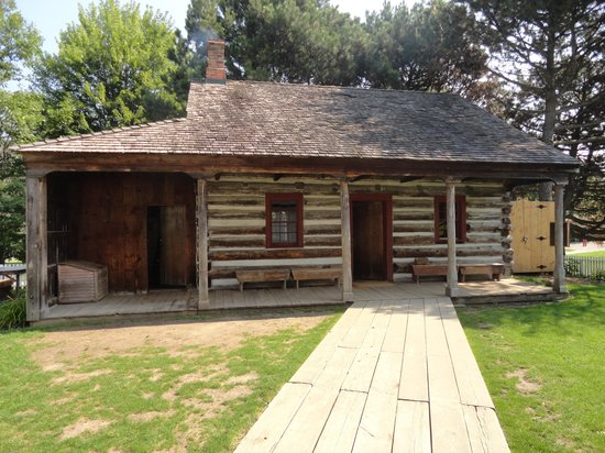 Scarborough Museum: Old Log Cabin