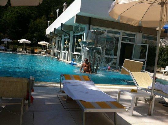 Piscina foto di millepini terme hotel montegrotto terme - Terme di castrocaro prezzi piscina ...