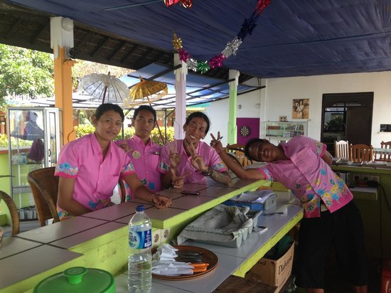 Bali Grand Sunsets Resort & Spa : Some of the lovely staff at the hotel