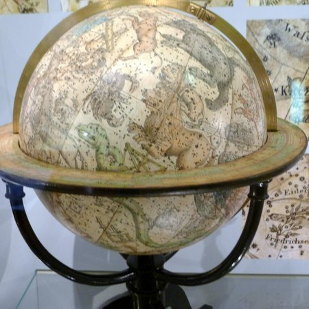 Globe Museum: Lovely globes on display