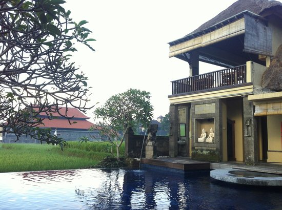 Biyukukung Suites and Spa: Dalem Agung Padantegal Temple ( i'm not sure the name )