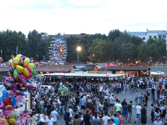 Asti, Włochy: La piazza del festival