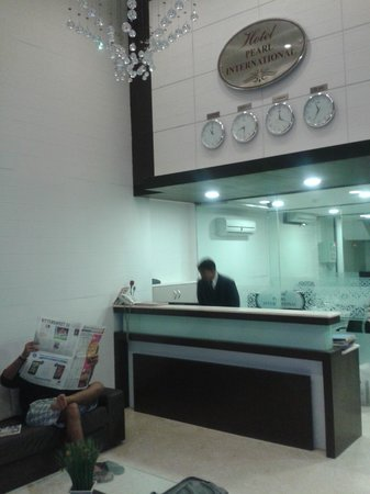 Hotel Pearl International : Spacious lobby and efficient reception