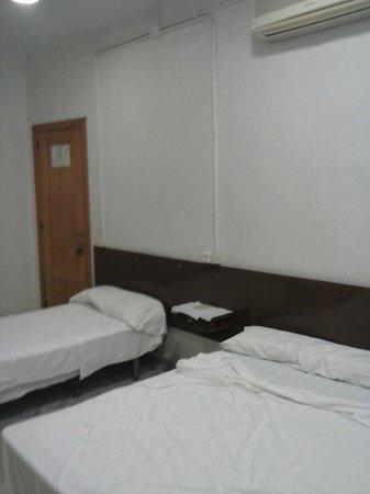 Pension El Rincon : ecco la stanza.. essenziale, ma per una vacanza di 5 giorni è ottima..