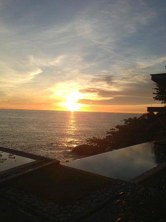 Impiana Private Villas Kata Noi: Sunset view from near the reception
