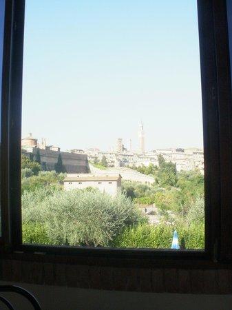 Hotel Il Giardino: finestra della sala colazioni