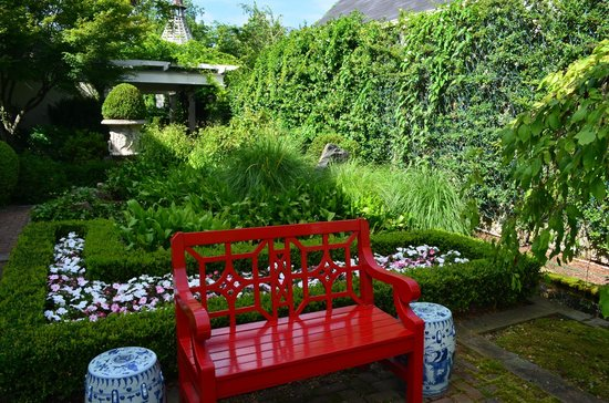 The Inn at Little Washington: a small garden