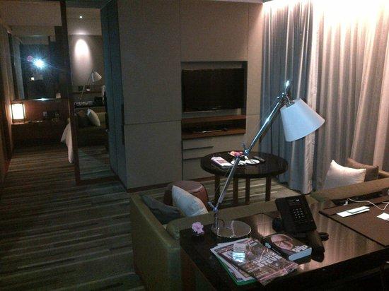 Hansar Bangkok Hotel : Living area