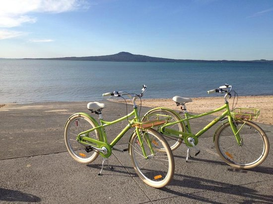 Cycle Auckland: Bikes and beaches