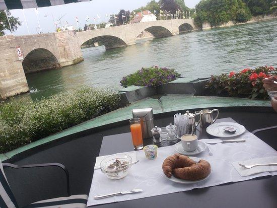 Hotel Schiff am Rhein : Breakfast table and view