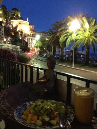 Lou Souleou: vue du balcon sur le jardin du Château