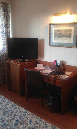 Santemar Hotel : Une partie de la chambre