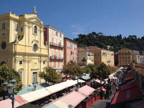 """Lou Souleou: Cours Saleya """"place du marché"""" juste derrière l'hotel !"""