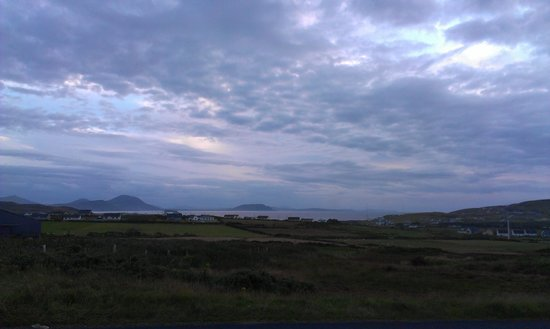 Malin Head View B&B: Last moments of a violet sunset from the bed and breakfast patio. The most beautiful view I have