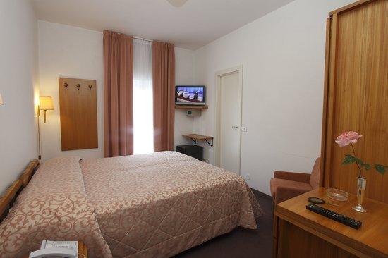 Hotel Genovese Villa Elena: interno camera