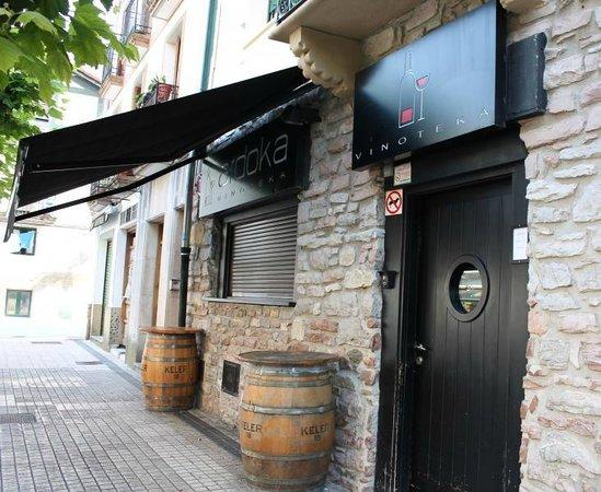 Ardoka Vinoteka : Ardoka en la calle San Pedro de Hondarribia