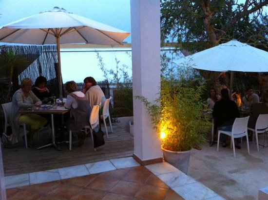 COMO Restaurant: Klein deel van het terras van COMO Ibiza