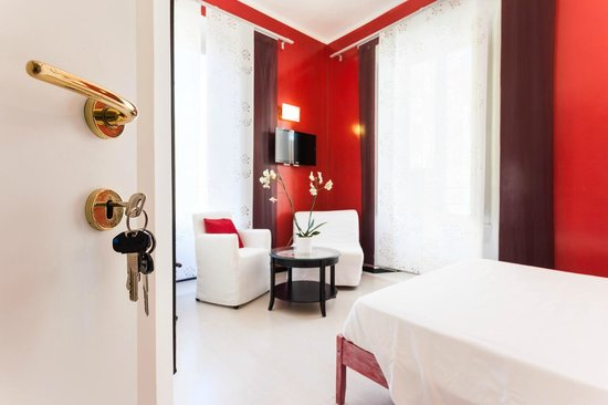 Gli Artisti Bed & Breakfast: red room - key