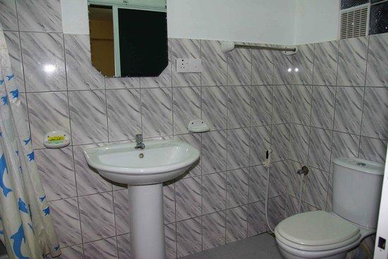 Hotel Lux Etoiles: la salle de bain identique dans toutes les chambres