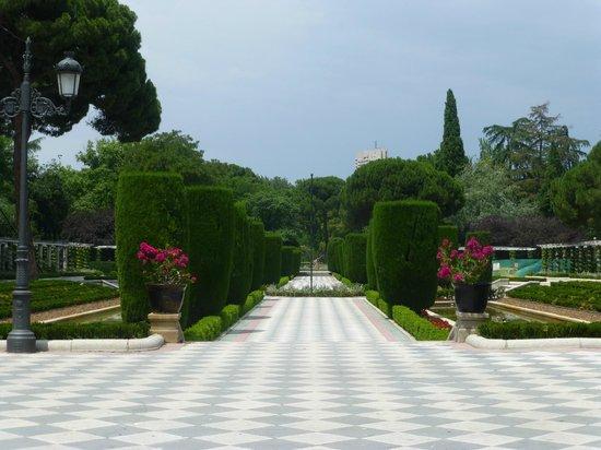 The rose garden in Retiro Park - Picture of Retiro Park ...