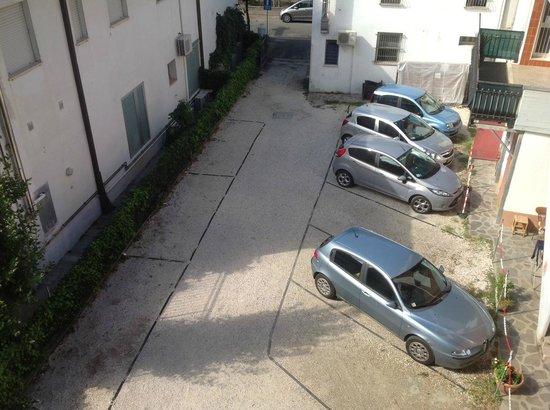 Hotel Ondina & Milazzo: Particolare del parcheggio