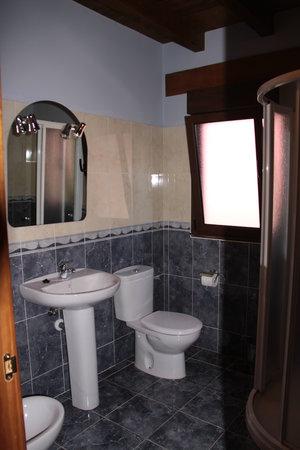 Apartamentos Aires De Avin: Baño