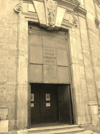 Civico Tempio di San Sebastiano: ingresso