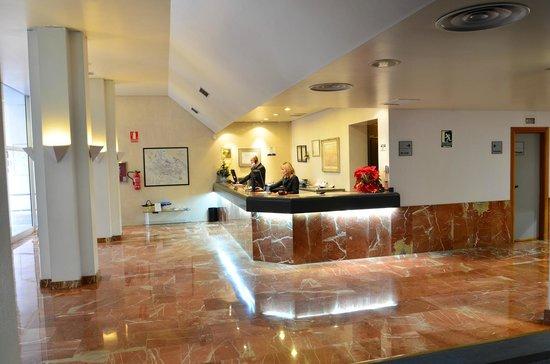 洛格羅尼奧城市飯店