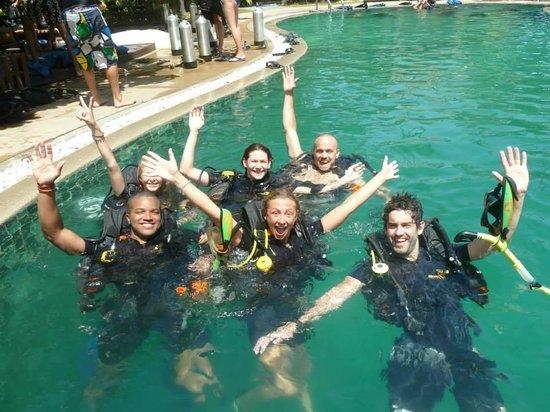 Assava Dive Resort : Sunshine Divers during pool training