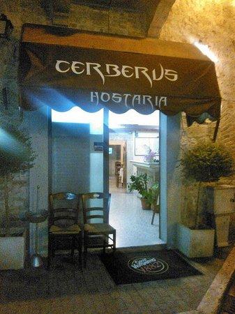 Cerberus: Ingresso