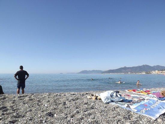 Residence Cherie: La bellissima spiaggia libera davanti al residence( fatta da me)