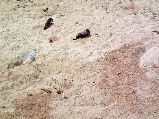Baan Haad Ngam Boutique Resort & Villas: Strand ein Stück weiter