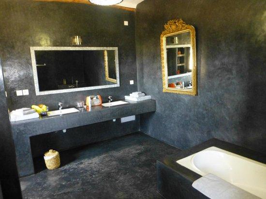 Le Douar des Arganiers : badkamer