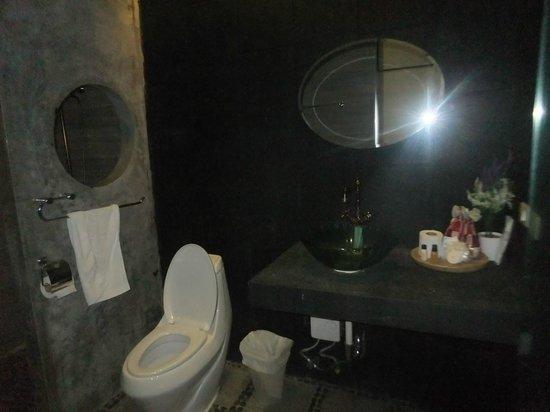 Surintra: salle de bains