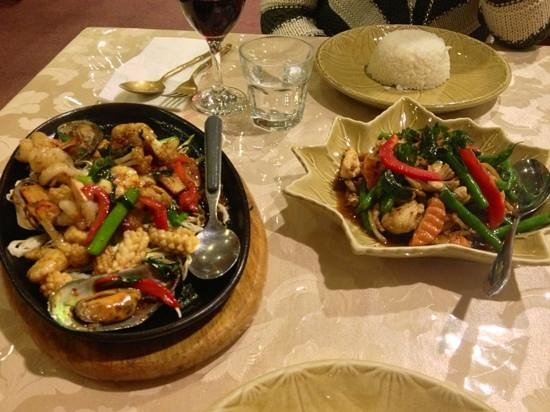 Star of Siam: chicken Basil and The Chefs Seafood Special...Aroy Mak Mak!!!