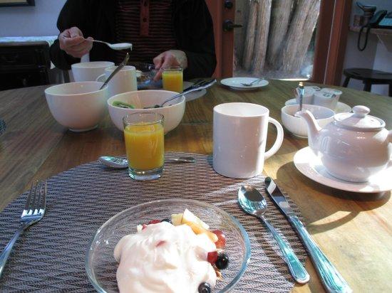 Hedgerow House Bed & Breakfast: Breakfast
