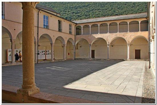 Museo Archeologico del Finale - Convento di Santa Caterina: FinalBorgo-Chiostro di Santa Caterina.