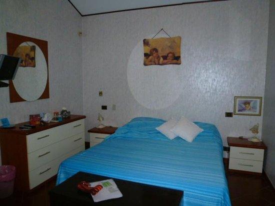Bed and Breakfast - Alexander: bedroom