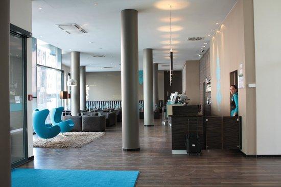 Motel One Nuernberg-City: hall