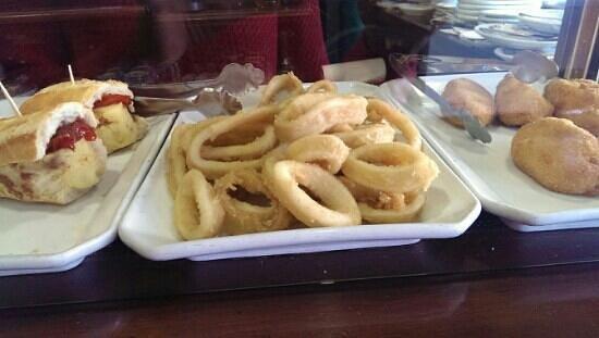 Dover 21: bocadito de tortilla, calamares, croquetas