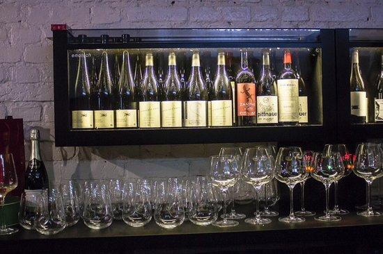 CORDOBAR deutsch-osterreichische Weinbar : Wein-Aquarium made in Austria