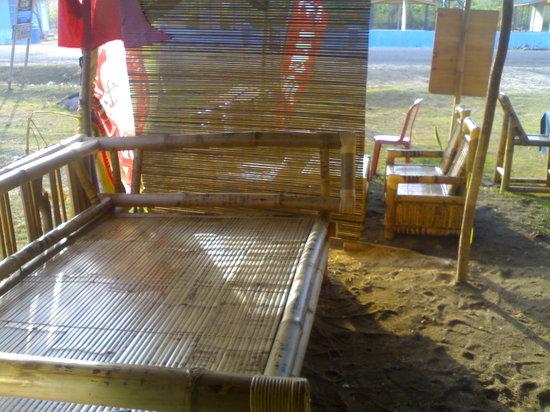 Warung Radar Kuta Lombok : bamboo