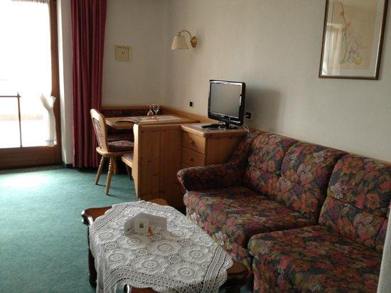 Hotel Restaurant Peter : angolo soggiorno della stanza