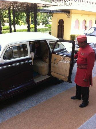 Taj Lake Palace Udaipur: Notre départ en Dodge