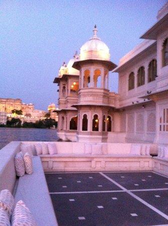 Taj Lake Palace Udaipur: Vue de la terrasse arrivée